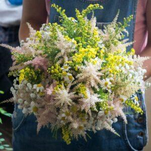 Buchet mireasa flori de camp