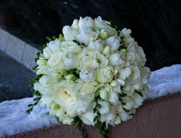 Buchet de mireasa flori albe