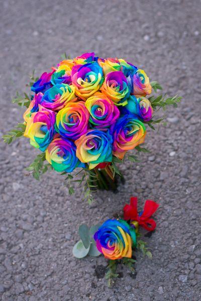 Buchet mireasa trandafiri curcubeu