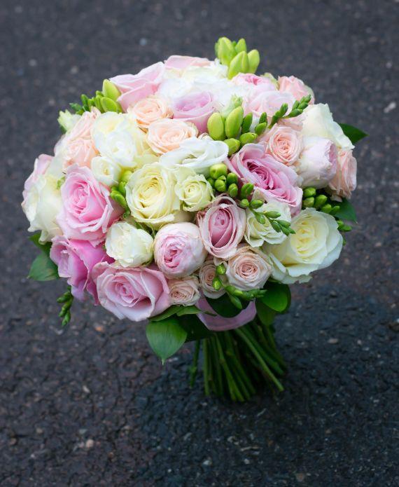 Buchet de mireasa flori pastel